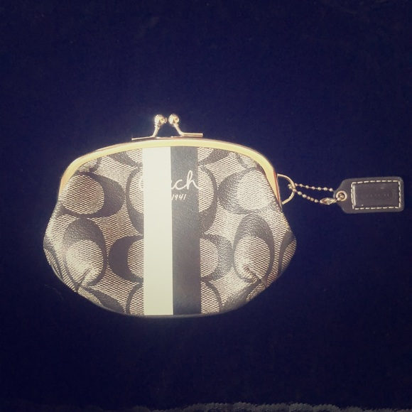 Coach Handbags - Coach Kisslock Coin Purse